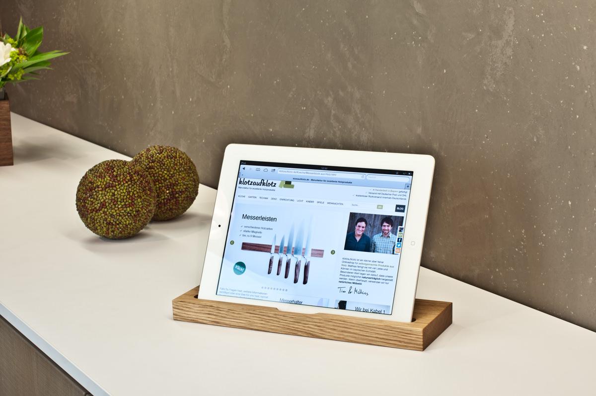 tablet_staender_eichenholz