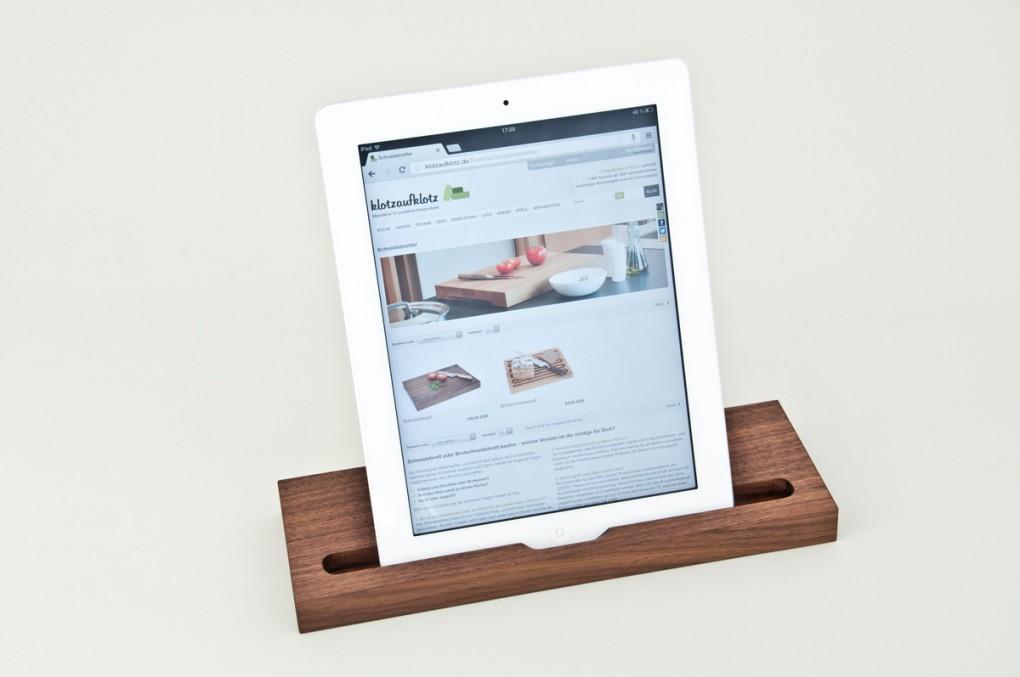 Tablet-Ständer Nussbaum natur (kompatibel zu iPad)