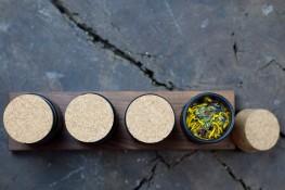 Selbstgemachtes im Gewürzregal: Tee aus dem Garten